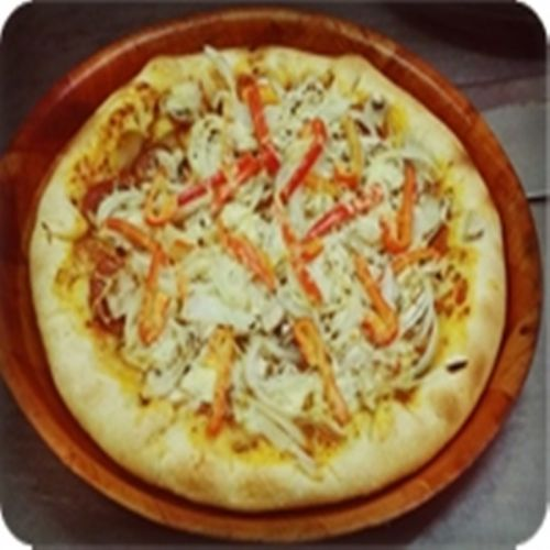 Pizza GroB -Ø 30cm Peperoniwurst, Paprika, Zwiebeln